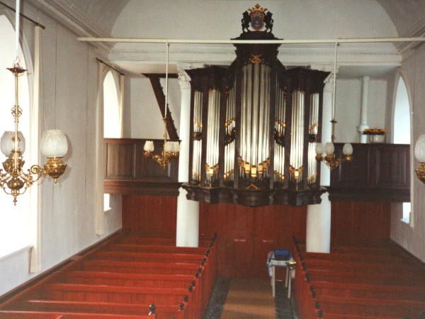 Breede int richting orgel